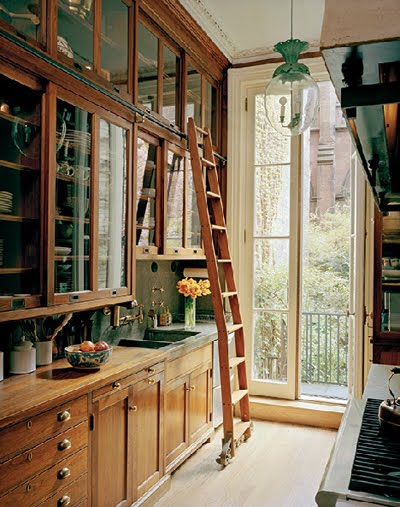 Antique wooden kitchen for Old fashioned white kitchen cabinets