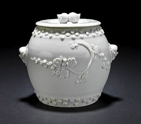 blanc-de-chine barrel-shaped jar and cover. 18th century